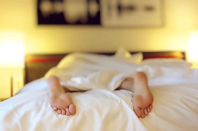 Il CBD renderebbe più facile addormentarsi e stabilizzare le fasi del sonno
