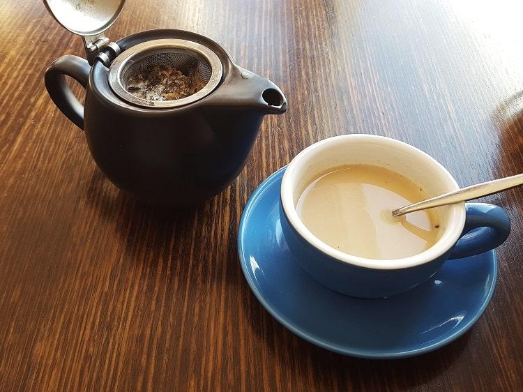 Ajouter du lait à un thé au chanvre favorise ses effets sur l'organisme
