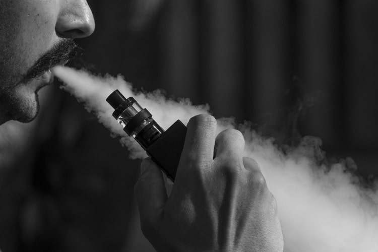 La vapeur d'un vaporisateur est bien plus douce que la fumée