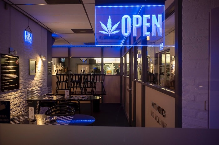 Coffeeshops, Headshops, Dispensaries: Wer verkauft Cannabis light?