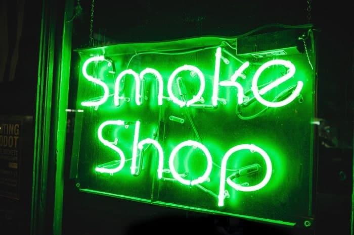 I negozi di fumo / head shop vendono molti accessori agli amanti della cannabis