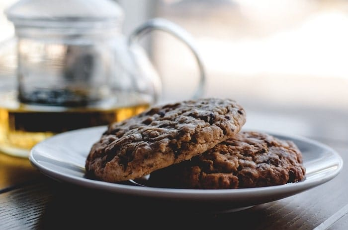 Consommer un cookie au cannabis légal à une infusion de chanvre double le plaisir