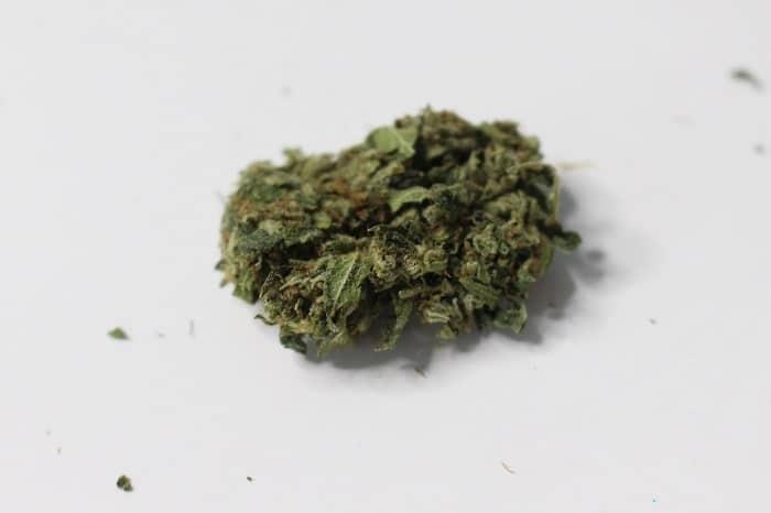 Um die Wirkung von Cannabinol zu genießen, müssen Sie warten, bis sich das THC in CBN verwandelt
