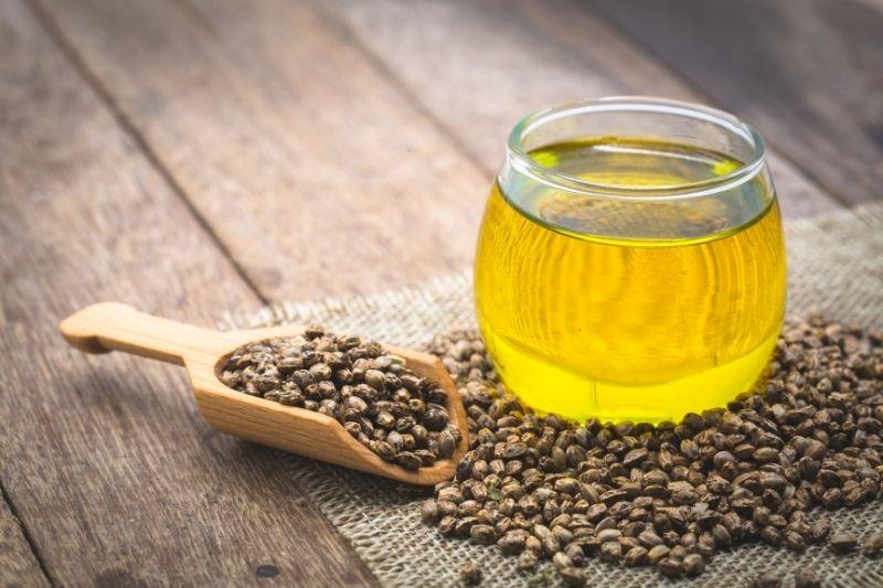 CBD-Öl ist eines der beliebtesten und am einfachsten zu verwendenden legalen Cannabisprodukte.