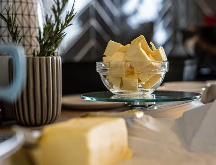 Recette de cannabutter : faire et utiliser son propre beurre de cannabis
