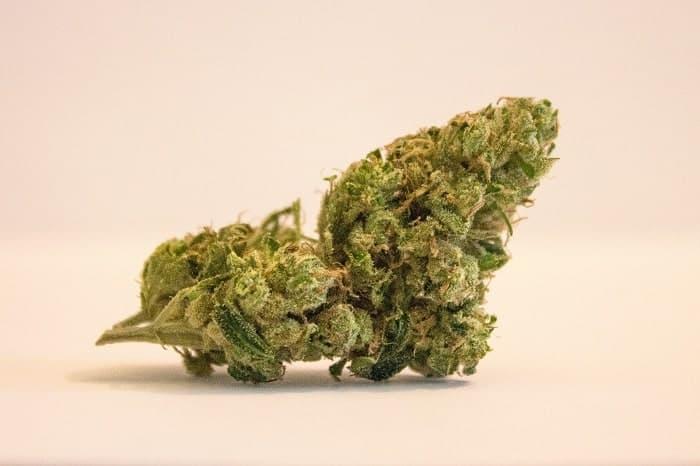 Vaporizar cannabis es más saludable y legal min